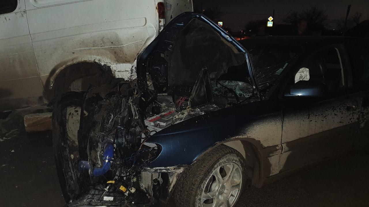 Жесткое ночное ДТП в Симферополе. Пьяный водитель «влетел» в припаркованную ГАЗель