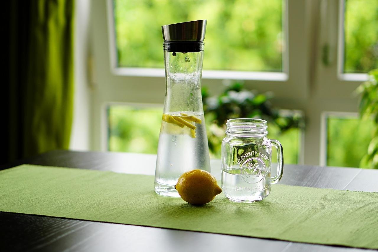 Эксперты рассказали, какой эффект дает вода с лимоном натощак