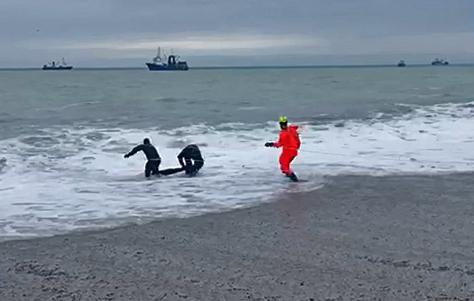 На ЮБК погиб мужчина, которого унесло волной в море