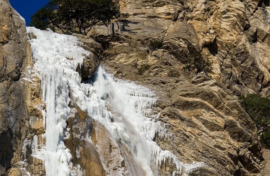 Водопад Учан-Су полностью покрылся льдом