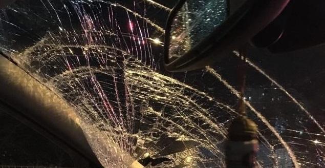 Ночью в Симферополе неизвестные разбили автомобиль
