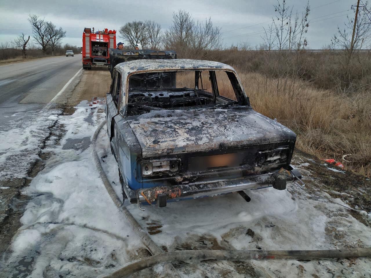 На крымской трассе на ходу загорелись «Жигули»