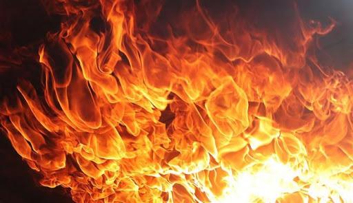 В Крыму мужчину придавило горящей крышей