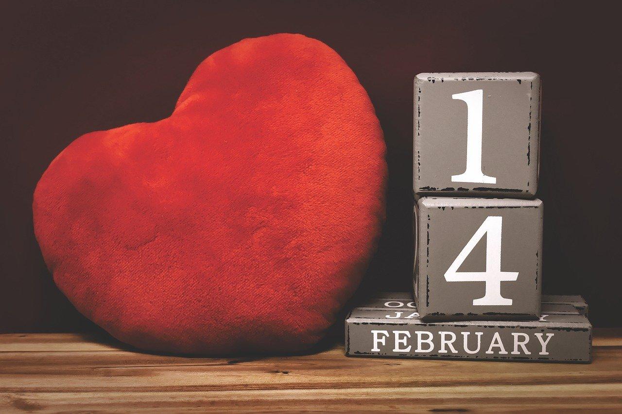 Стали известны самые ожидаемые женщинами подарки на 14 февраля
