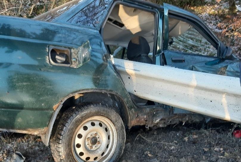 В ДТП на крымской трассе автомобиль «нанизало» на отбойник