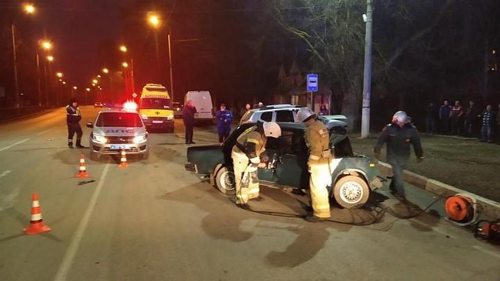 В ДТП в Керчи погиб водитель ВАЗа