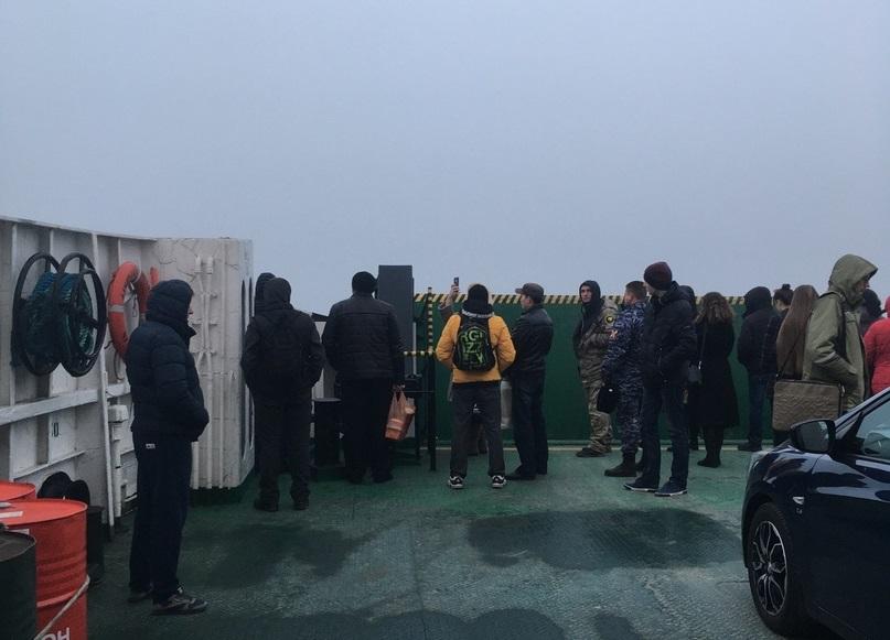 Севастопольцы застряли посреди бухты на пароме
