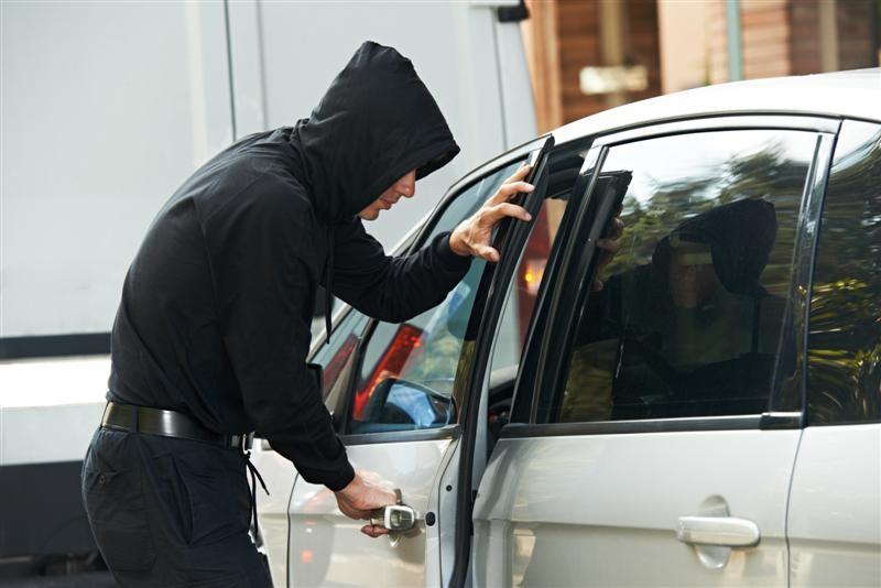 Нашли в Ялте: в Севастополе у мужчины угнали заведенный автомобиль