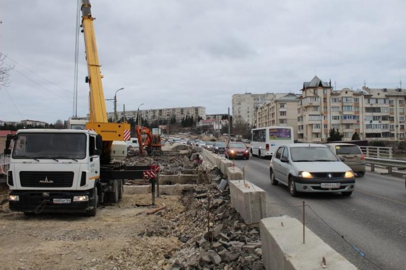 В Севастополе по мосту на проспекте Гагарина организуют реверсивное движение