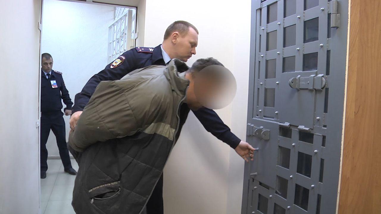 Сдал на металлолом за 150 рублей: задержан мужчина, разрушивший Могилу Неизвестного солдата в Севастополе