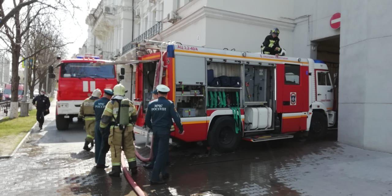 В МЧС рассказали подробности возгорания в здании Правительства Севастополя