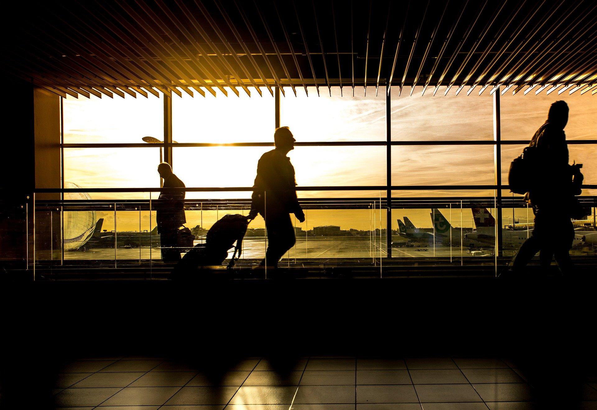 В Крыму отменяют больше половины авиарейсов