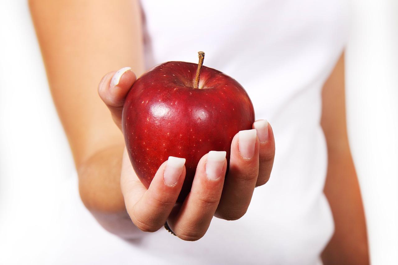 Почему не стоит есть яблоки без кожуры