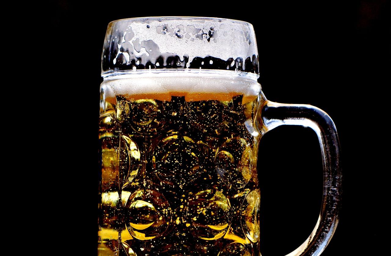 В Севастополе предложили годовой запас пива за смену фамилии