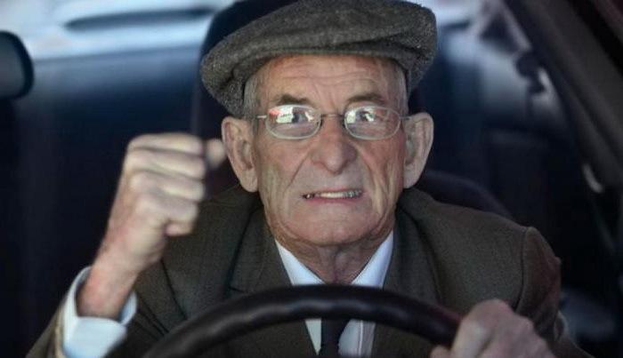 В Крыму пенсионер попался на взятке сотрудникам ДПС
