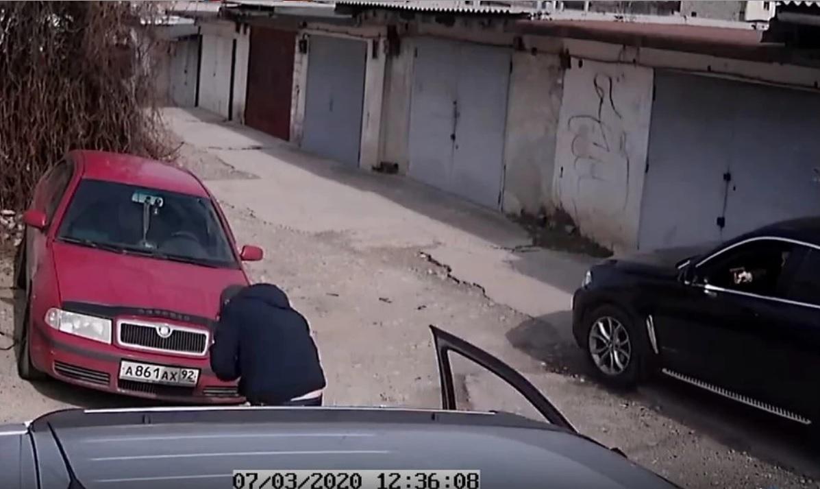Прострелил две ноги: в Севастополе ссора двух водителей закончилась стрельбой