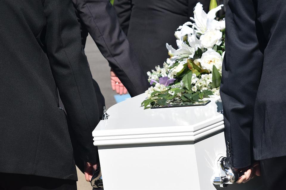 В Крыму организуют ярмарку по продаже дешевых гробов — люди недоумевают
