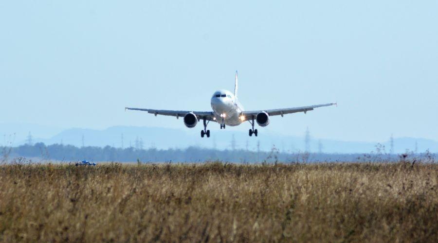 Направляется в Крым: якобы заминированный самолет Санкт-Петербург – Симферополь не стал садиться в Ростове-на-Дону