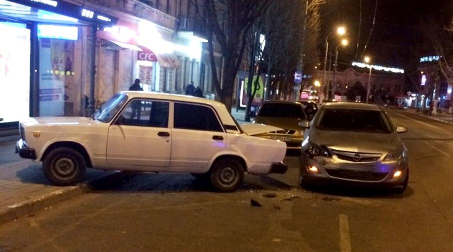 Ранее судимый сотрудник СТО угнал автомобиль клиента и попал в аварию