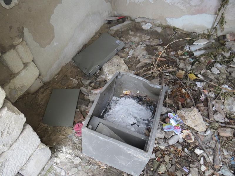 Пьяные крымские грабители сожгли сейф вместе с деньгами