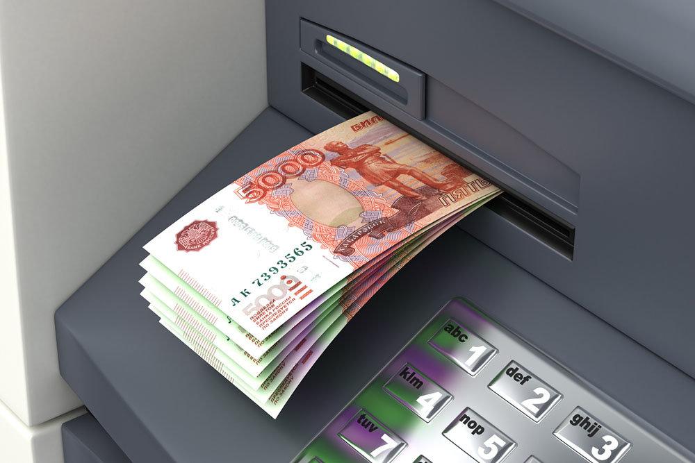 Нетерпеливый крымчанин оставил в банкомате 100 тысяч рублей