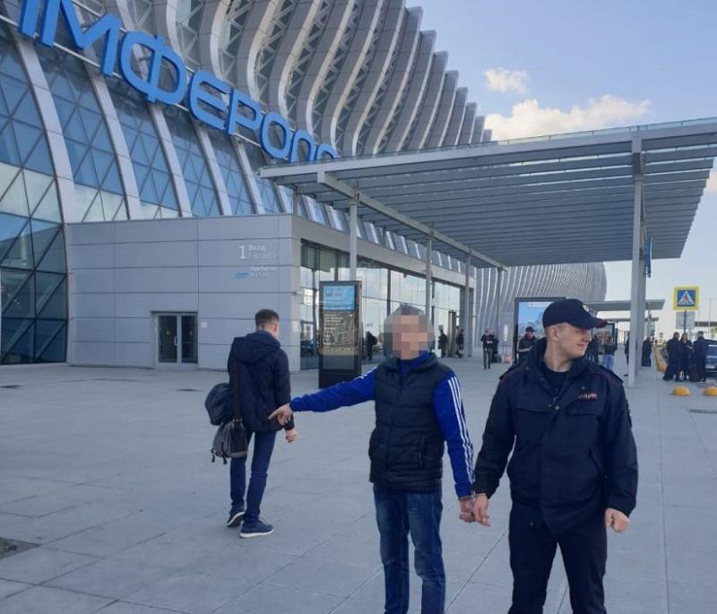 Крымчанин украл в аэропорту чужой чемодан и две багажные тележки