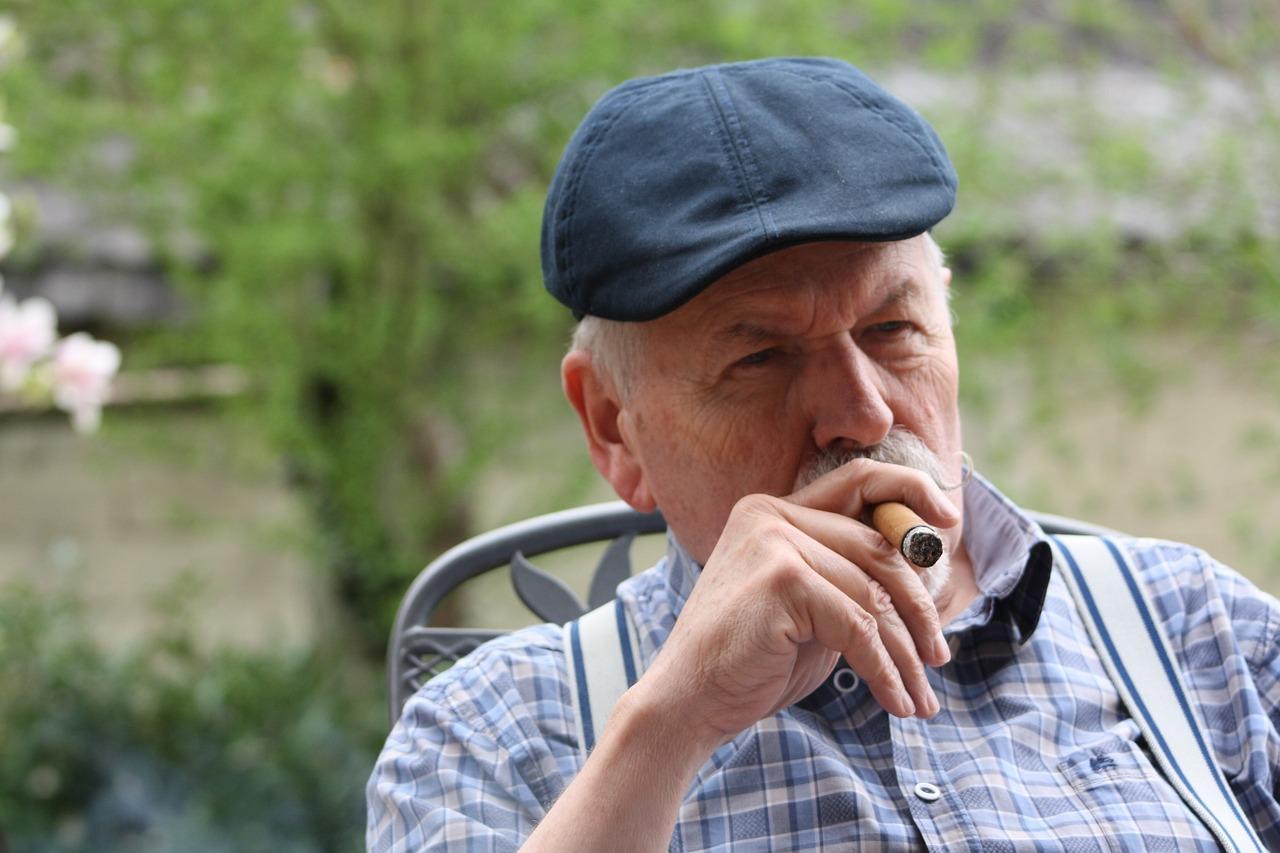 Крымский пенсионер устроил у себя в доме наркопритон