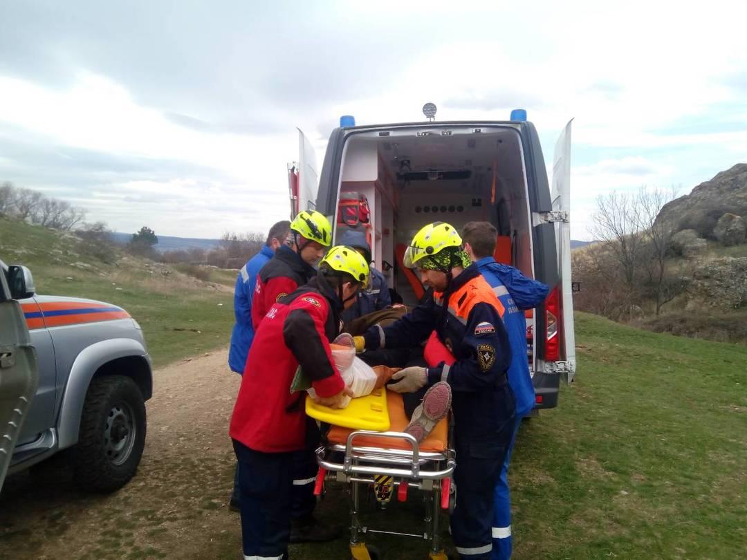 В горах Крыма эвакуировали пенсионерку с травмой ноги