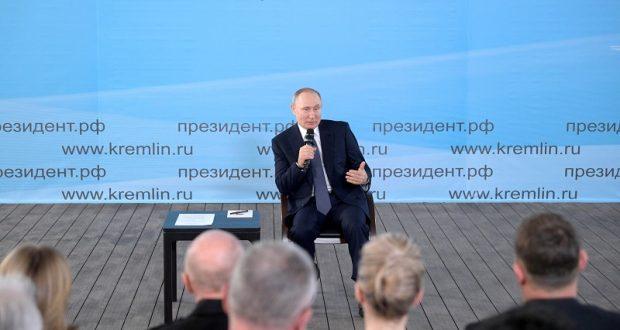 Путин назвал Крым уникальным местом, нуждающимся в поддержке