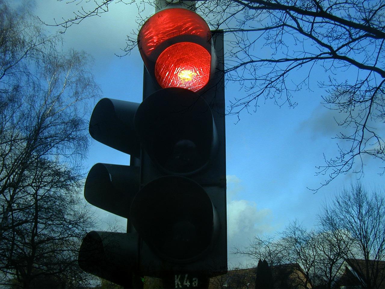 Автомобилистка поехала на красный в Симферополе и врезалась в маршрутку
