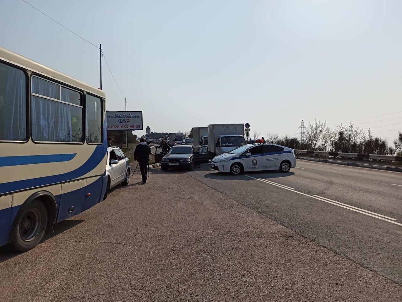 Севастополь окружили пунктами проверки транспорта