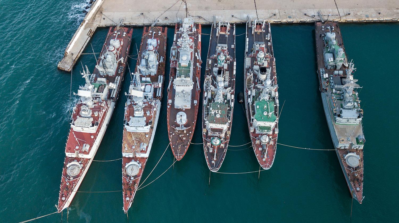 Из Севастополя украинские корабли переведут в Донузлав на отстой