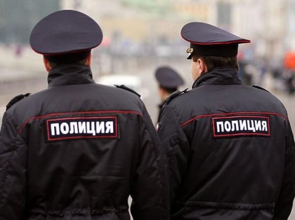 Порвали форму: в Ялте пьяная пара напала на полицейских