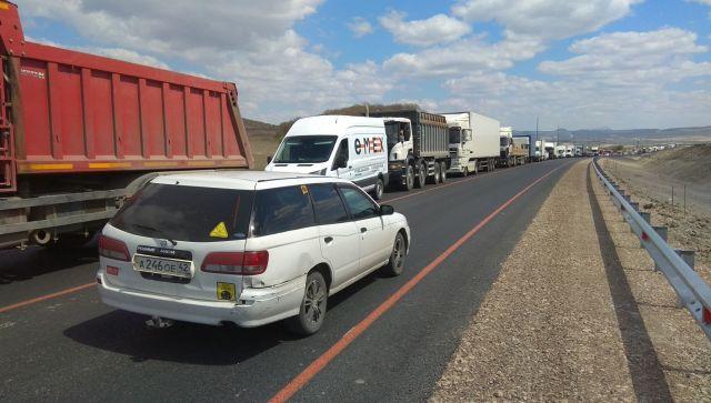 На въезде в Севастополь образовалась многокилометровая пробка