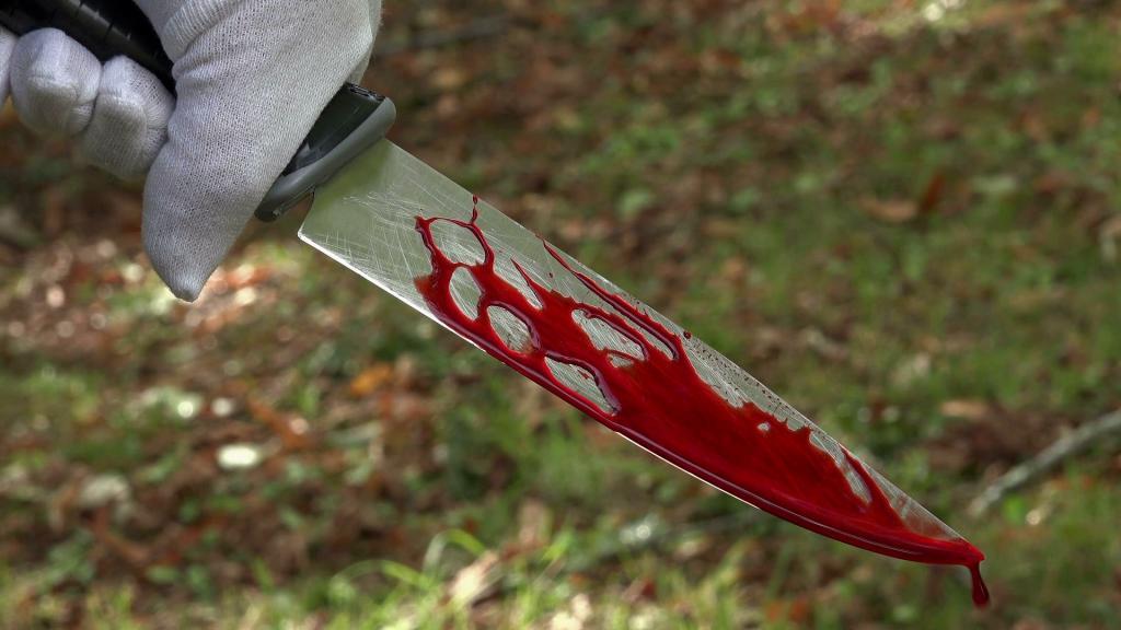 В Крыму 70-летний мужчина ударил ножом в живот знакомого