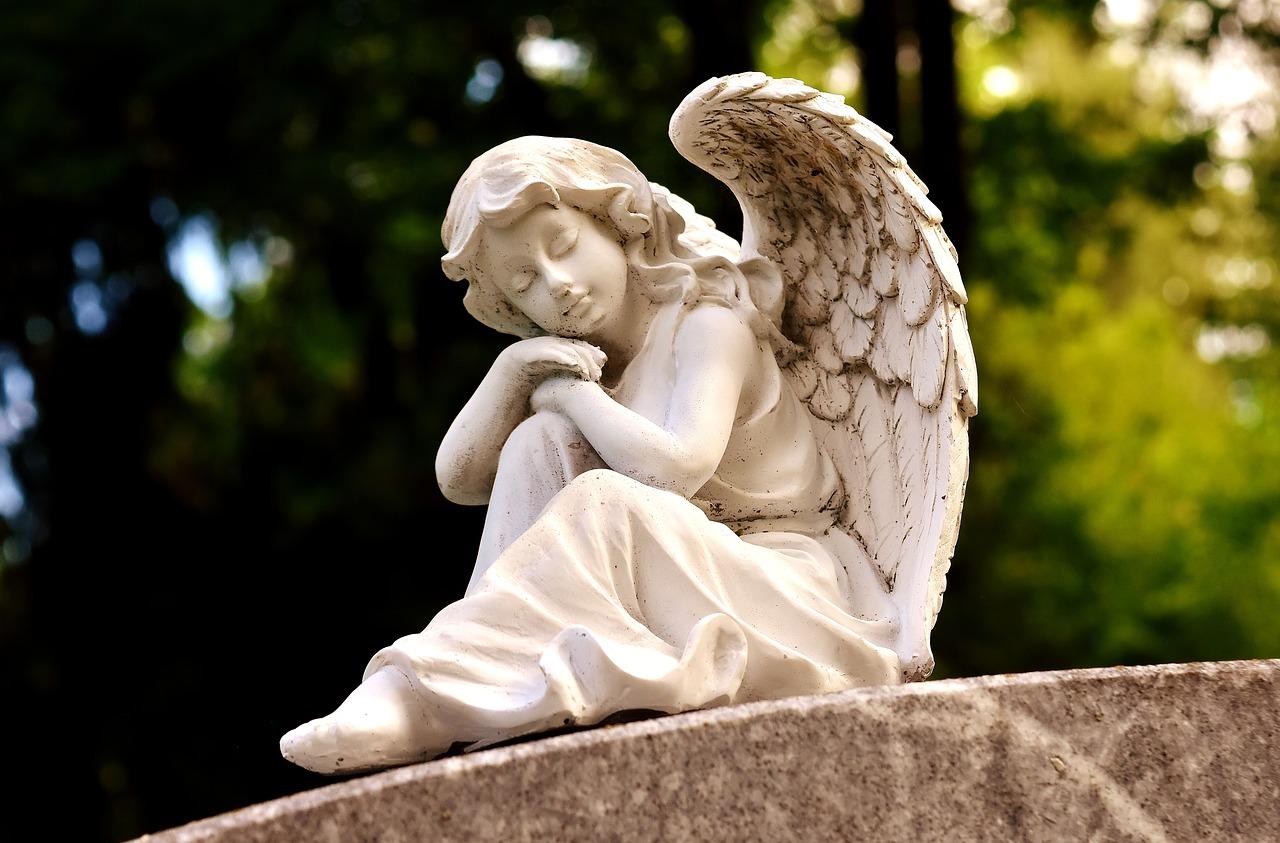 Севастопольцев призвали воздержаться от посещения кладбища на Радоницу