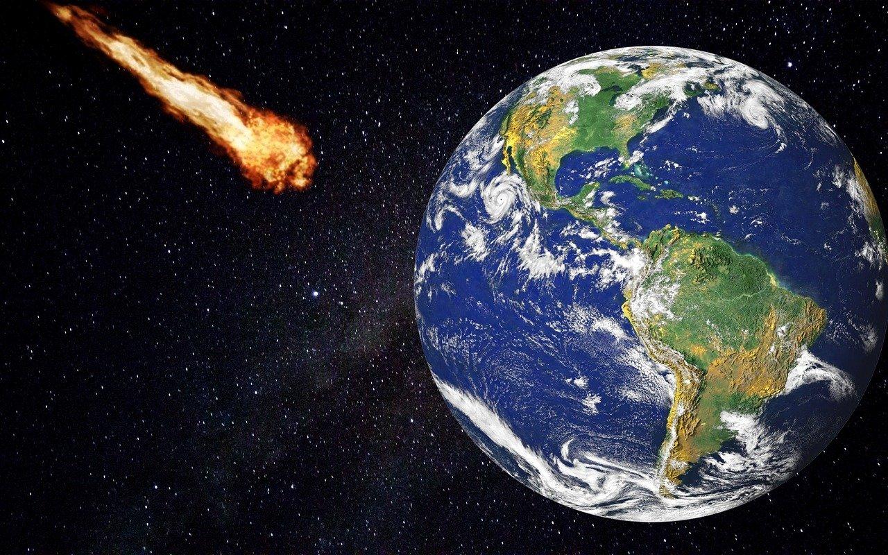 К Земле летит астероид размером с гору