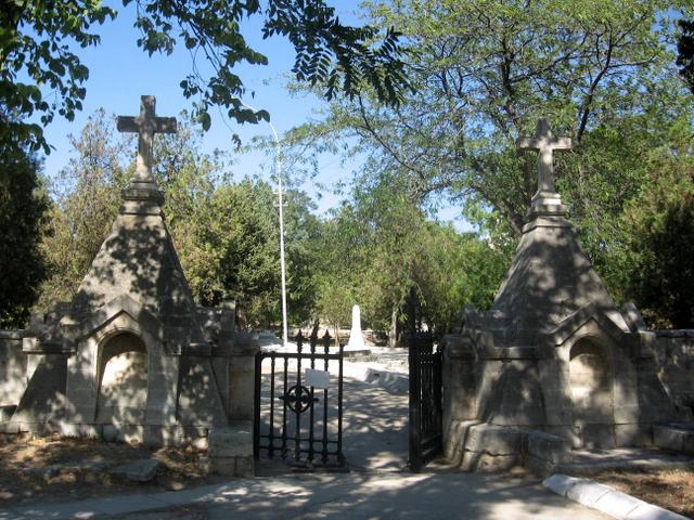 Михаил Развожаев призвал севастопольцев воздержаться от посещения кладбищ