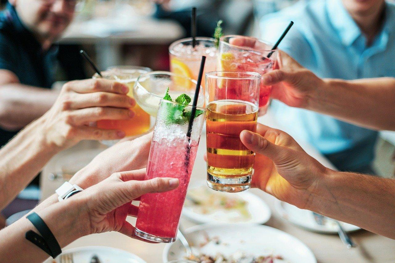 Россиянам рекомендовали отказаться от алкоголя на майские праздники