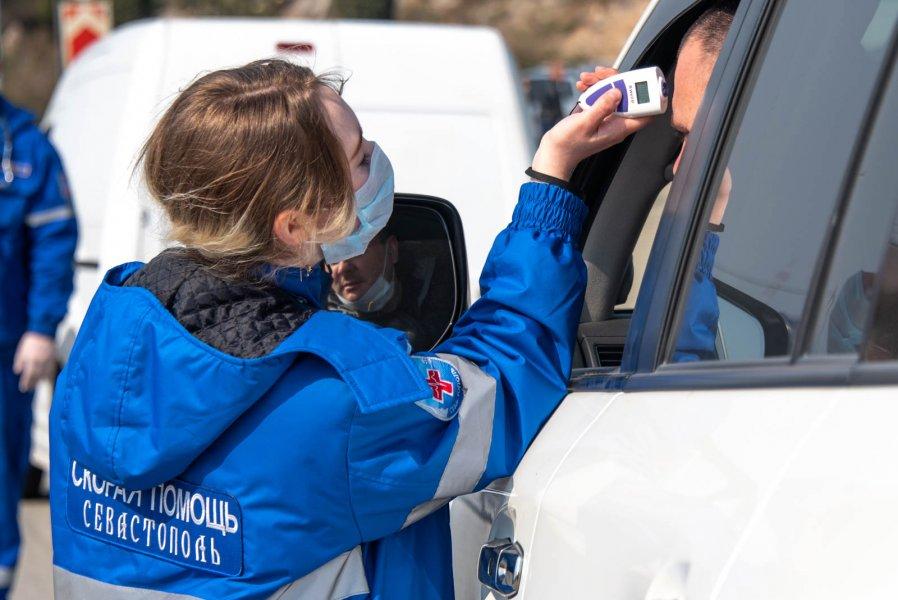 На установленных в Севастополе блокпостах выявили двух людей с пневмонией