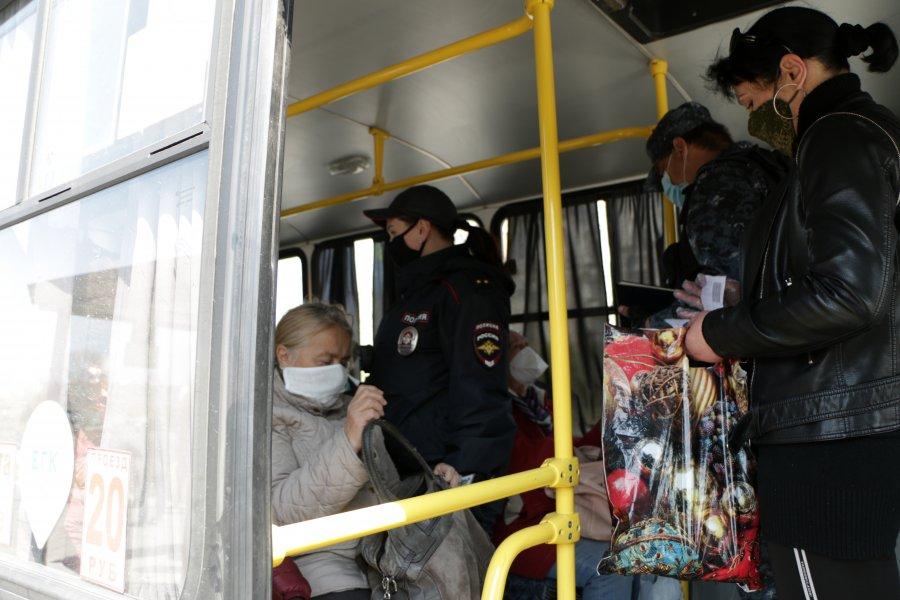У пассажиров общественного транспорта в Севастополе стали проверять пропуска