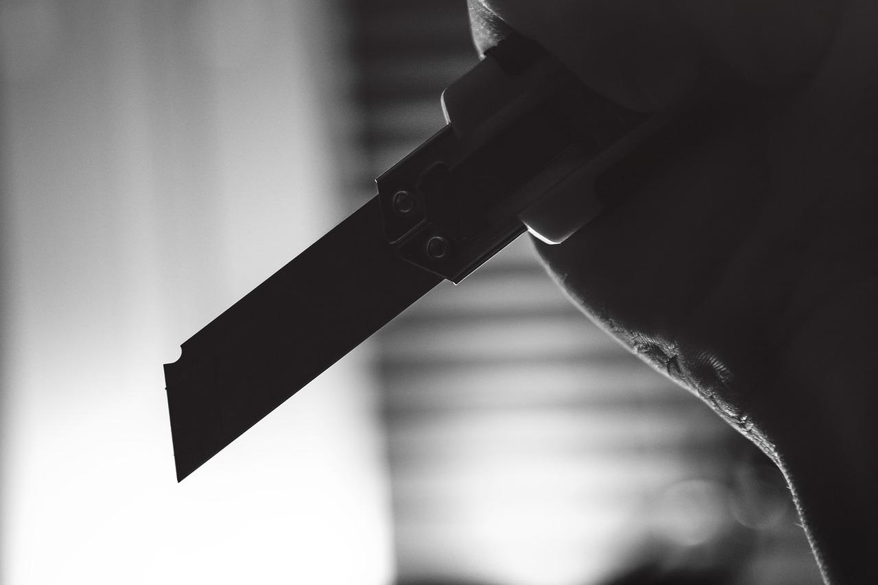 Вооруженный ножом крымчанин напал на сотрудников службы доставки