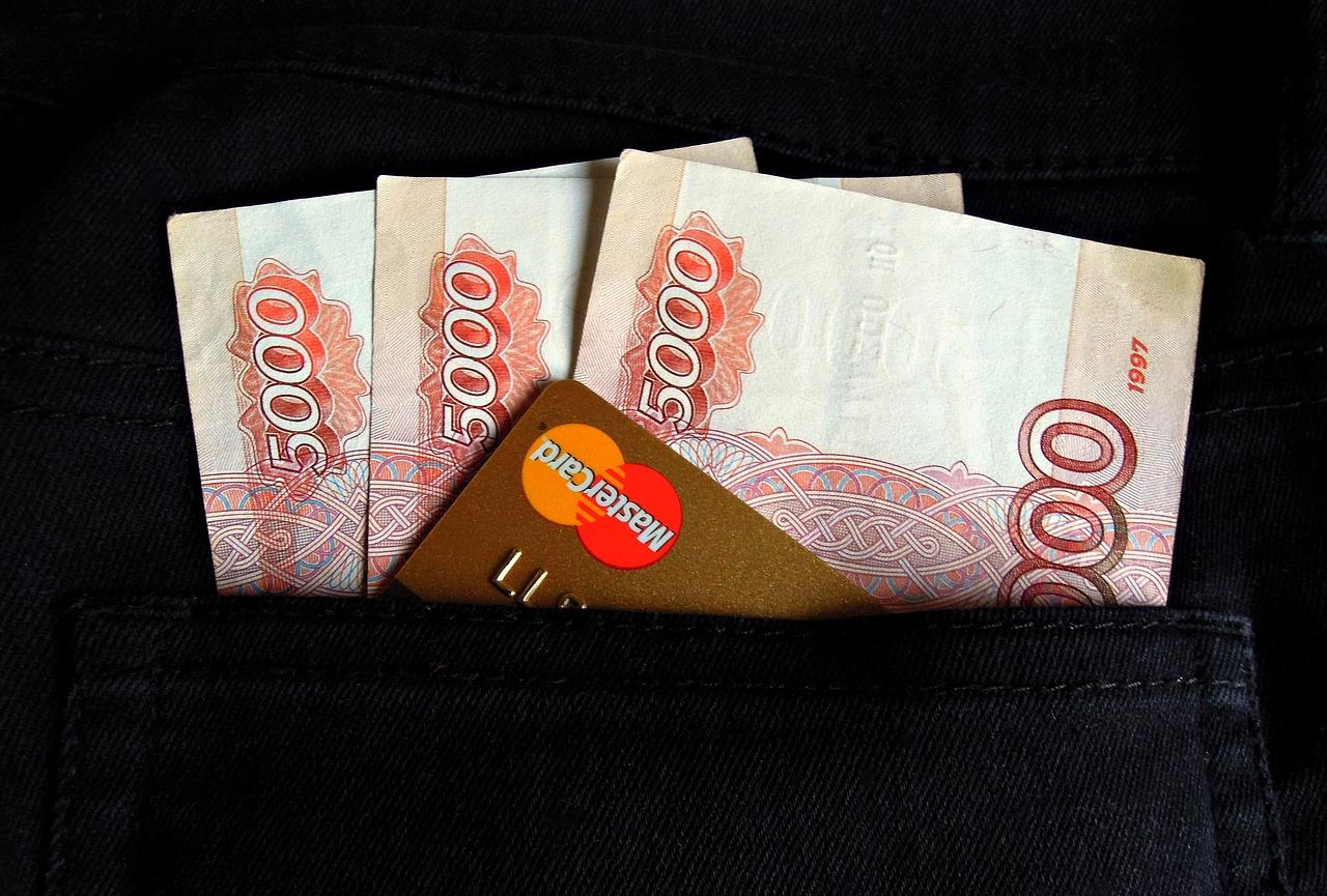 В Крыму мужчины пытались потратить фальшивые 250 тысяч рублей
