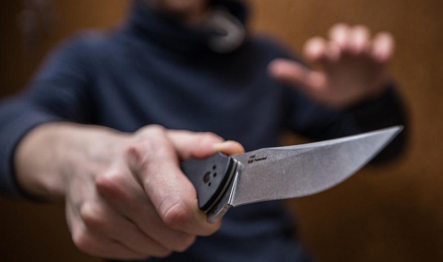 В Крыму пьяному мужчине с ножом в руках прострелили ногу