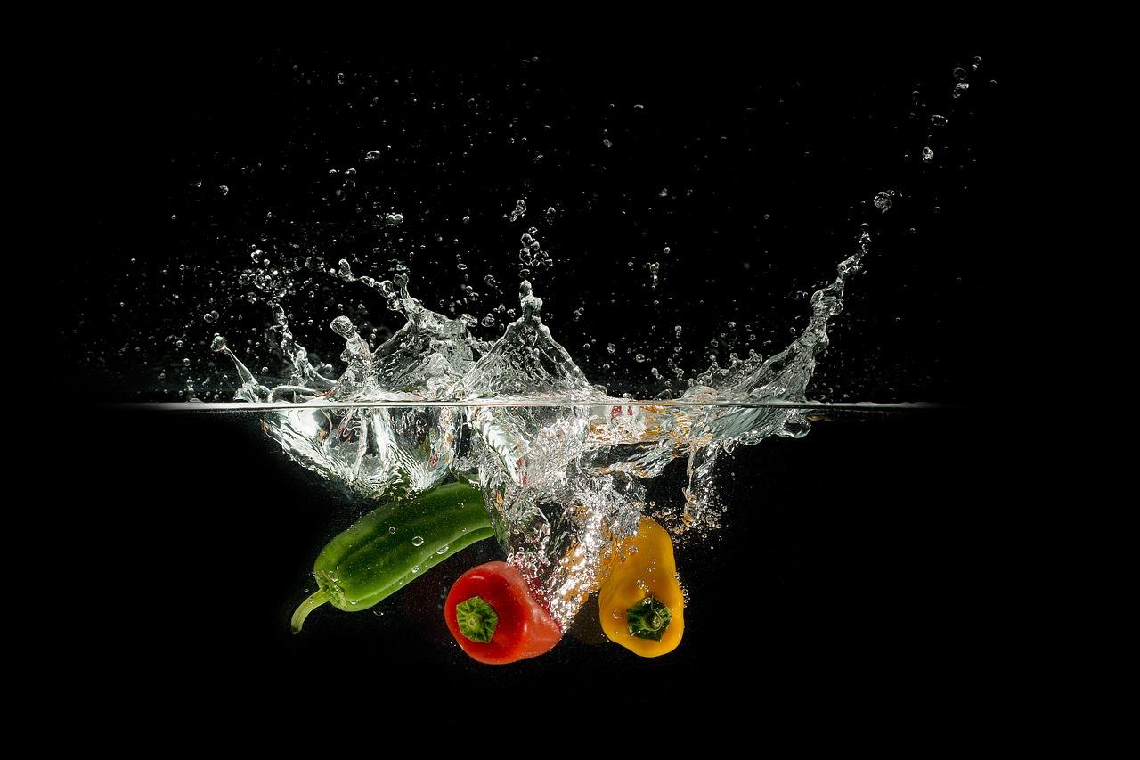 Почему важно замачивать овощи и зелень после покупки — МЧС