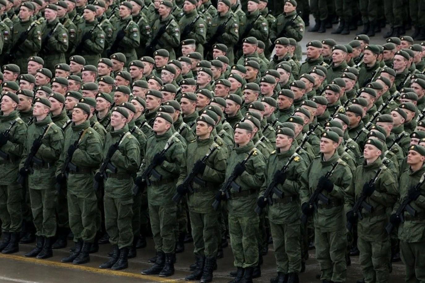 Коронавирус выявлен почти у 900 российских военнослужащих