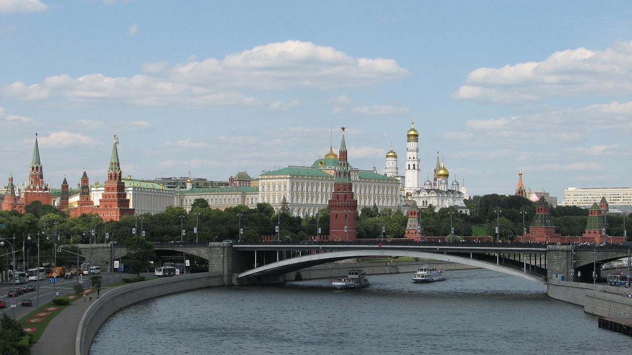 В Кремле допустили выделение прямой материальной помощи россиянам