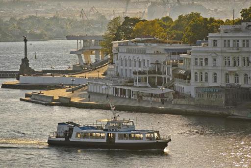 В Севастополе сократили количество посадочных мест на катерах