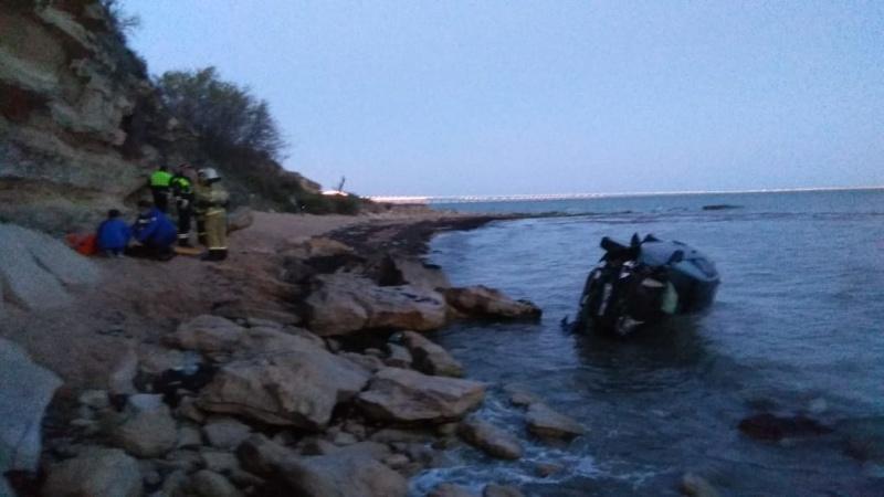 В Крыму автомобиль сорвался с 25-метрового обрыва