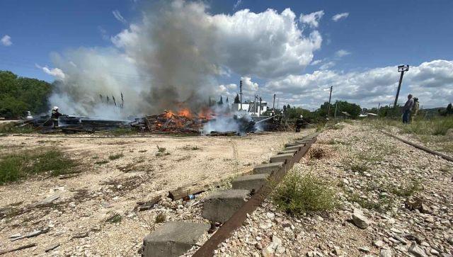 Под Севастополем произошел крупный пожар на железнодорожных путях